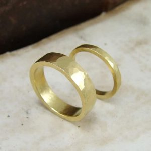 Hammered-flat-wedding-bands